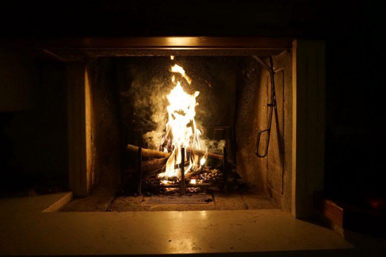 Pourquoi faire appel à un professionnel pour l'installation de sa cheminée ou de son poêle ?