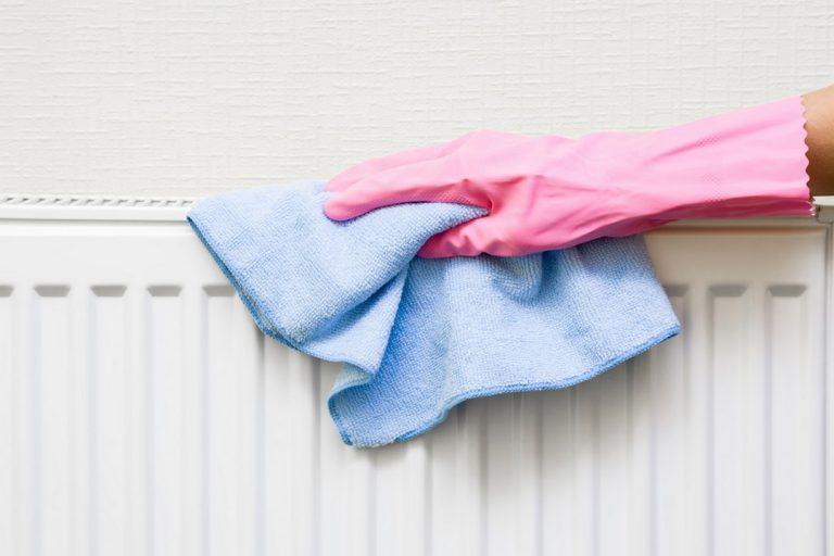 Quels outils et produits utiliser pour nettoyer ses radiateurs ?