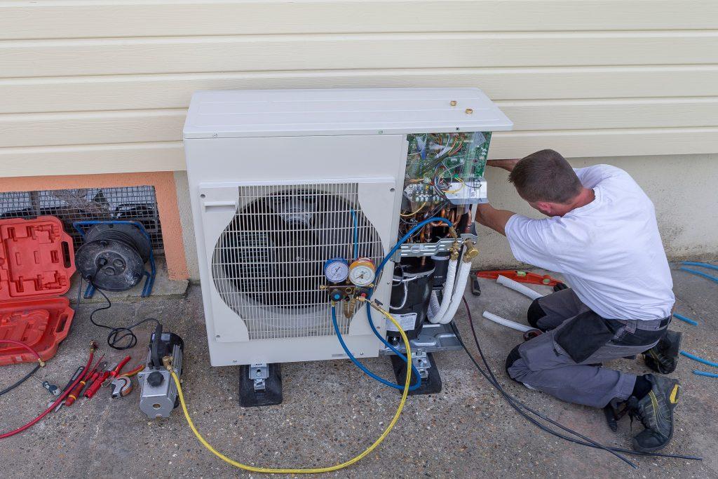 Installation module extérieur aérothermie