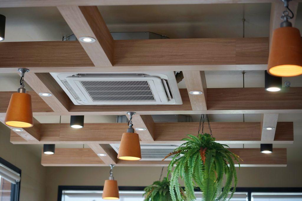 Chauffage au plafond réversible